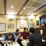 レストラン桂 - 店内、盛況