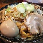 平太周 味庵 - 爆盛油脂麺 見た目通りです。覚悟して食べてください。