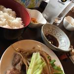 59867424 - メインの生ラムが500円で、ご飯と味噌汁、お新香が180円です。
