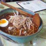 玉蘭 - サーツァー麺。台湾独特の風味の玉蘭特製ラーメンです。癖になる味です。半分の茹で卵と茹でたもやし、炒めたひき肉がのっています。