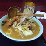 玉蘭 - 四川風味噌タンメン。上に乗っているひき肉の唐辛子炒めで味噌タンメンが四川風に変わります。
