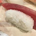 鮨処 魚喜 - 型で作られたシャリ