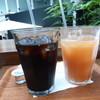 テラッサ - ドリンク写真:コーヒーとジュース