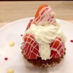 ラ・センサスィオン - 苺のタルトです、5粒の苺で豪華です♪