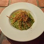 根菜フリットをのせた緑野菜のジェノベーゼリゾット