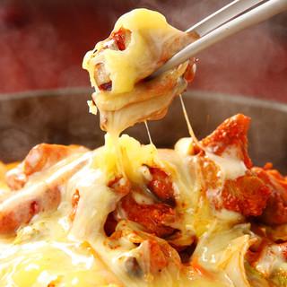 今話題の「チーズ・ダッカルビ」は、韓国老舗No1の絶品!!
