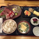 居酒屋きんちゃん - ランチのお刺身定食。コスパサイコー!
