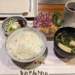 ステーキ ヨシノ - ランチ 国産和牛 2,400円 セットのご飯とサラダ