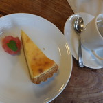 カフェ こっとーね - チーズケーキとソース(りんご)