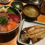 鮮魚・お食事処 山正 - 五色丼とアジの干物