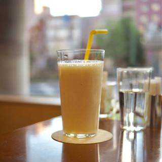 クラブハリエ フルーツボックス - ドリンク写真:・バナナミルク 378円