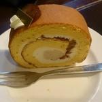 岡田珈琲 - 栗のロールケーキ