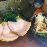 59885023 - 中盛チャーシューメン+海苔+野菜畑 ¥900+80+クーポン