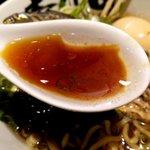 壱丁目ラーメン - イリコの効いた醤油スープ