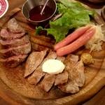 ビアホール ビヤケラー東京 - 肉を喰らえ!!肉盛り:1,490円