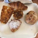 ラ・タヴォラ・ディ・オーヴェルニュ - テイクアウトしたパン色々