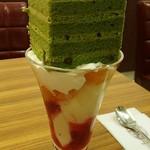 59895786 - 宇治抹茶ケーキ+ラズベリーパフェ