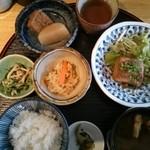 煮炊きや おわん - お昼ごはん(豚角煮)全景