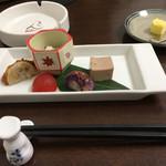 吟 - 前菜もなかなかd(^_^o)   喫煙もオッケーみたい(^^)v