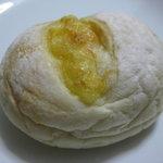 温香 - ホワイトパン(クリームチーズ入)241円