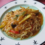 カンパーニャ - ツナと野菜のトマトソース手打ちパスタ
