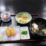 平山温泉 湯の蔵 お食事処わらじ - 料理写真:山菜うどんセット800円です。