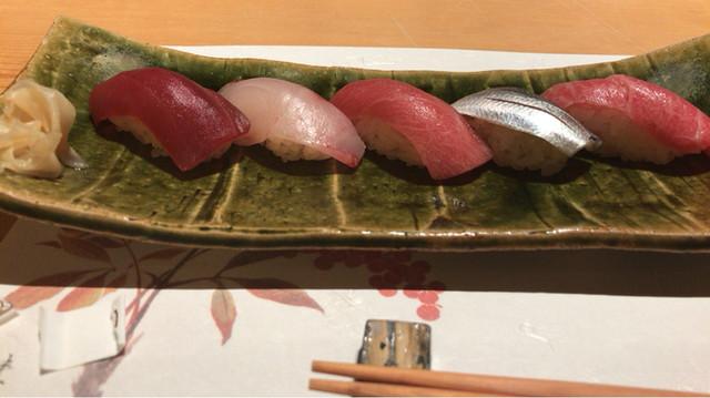 鮨 かねさか パレスホテル東京店 - コハダの旨さとマグロの味を楽しみながら♪