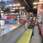 대광양곱창 춘화7호 - お店と言っても此処の営業体型は日本とちょっと違い、同じお店の中に1番から7番までカウンター別にホルモン焼きのお店が別々に営業されてます。