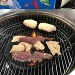 59901122 - 先ずは小腸、ハツ、レバーなどをオムニが塩焼きにしてくれました。