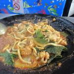 대광양곱창 춘화7호 - 最後の〆はうどんを塊のままぶち込んで濃厚なスープと混ぜていただきました。  日本語は中々通じませんが釜山の日常が感じられるお店ですよ。