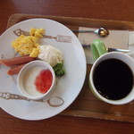 ハートブレッド アンティーク - プレートとコーヒー