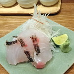 オトナノイザカヤ中戸川 - 尾鷲産天然真鯛のお刺身1,350円
