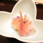 59908658 - 北海道産ホタテ貝と赤貝 鯛の頭の煮凝り掛け