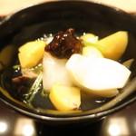 59908662 - 松茸 鮑茸 平茸 シメジ 百合根と栗 銀杏の鉄火味噌掛け