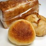 オオナミ - 購入三点=ロールパン、リュスティック、角食