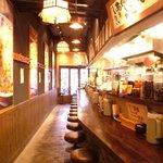 万豚記 - 四川の雰囲気たっぷりの店内で、本格担々麺をじっくり味わって下さい!
