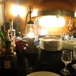 ブラン・ドゥ・ブラン - インテリア カウンターとオープンキッチン