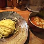 つけ麺屋 やすべえ - 辛味つけ麺小 (180g)780円 トッピング一品サービス つけ汁の中に味玉入れました。