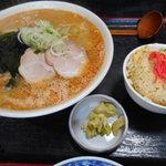 大城 - 味噌半チャーハンセット 870円