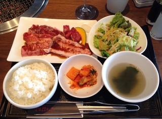 焼肉トラジ たまプラーザテラス店 - トラジ御膳¥2200