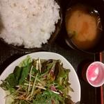 居酒家三昧「本日のおすすめ」 - ランチのご飯と味噌汁、サラダ