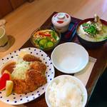 海鮮丼 日の出 - 本マグロカツ定食。魚汁(大)に変更。
