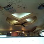 サンタズダイナー - 天井にはサイン