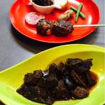 キッチン真味屋 - 鹿と原木椎茸のアヒージョ、猪のボロニアソーセージ