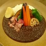 ZORA - いろいろ野菜とスモーキーベーコンカレー(780円)