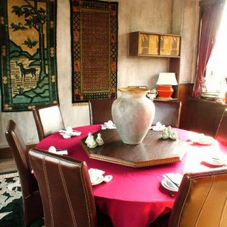 中国の情熱を感じさせてくれるお部屋でゆっくりとお過ごしください。