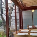よーじやカフェ - 紅葉に染まる庭を眺めながらのひと時