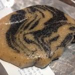 59921247 - まち子姉さんの胡麻餅(税抜170円)