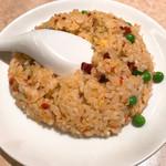 白鳳 新館 - 炒飯  グリンピースが色鮮やか