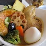 Kuu - チキンレッグと野菜カレー+半熟玉子トッピング